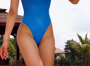 Cock-squeezing blue bathing suit non -..