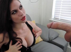 Uber-sexy cougar does deep throat and..